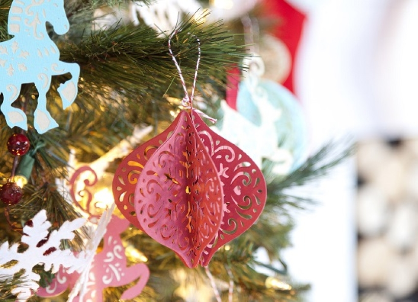 Make a delicate paper bauble