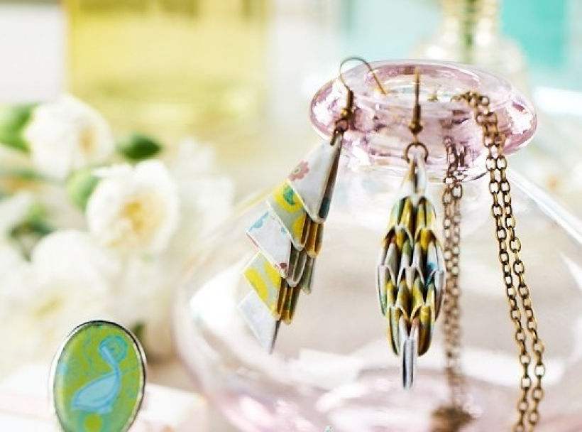 Create paper earrings using our tutorial