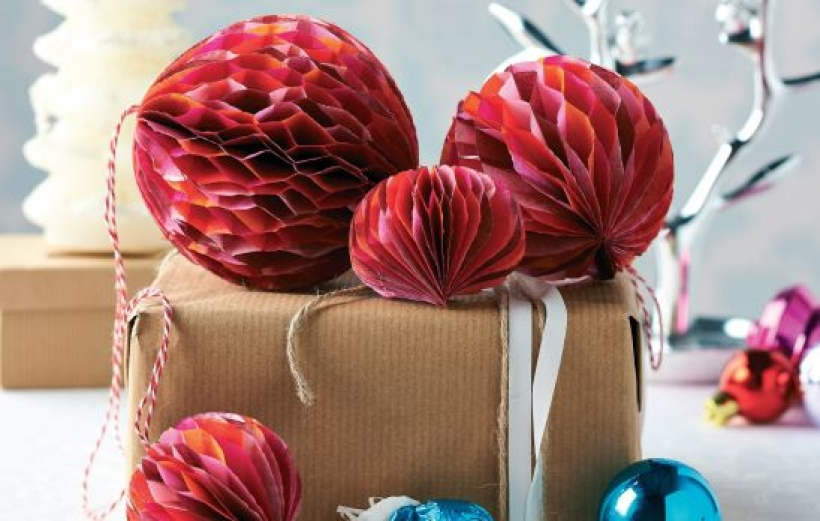 Make Festive Honeycomb Decs